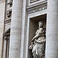 0801 牆上的雕像 傳奇性的少女Trivia 可能是許願池的命名原因
