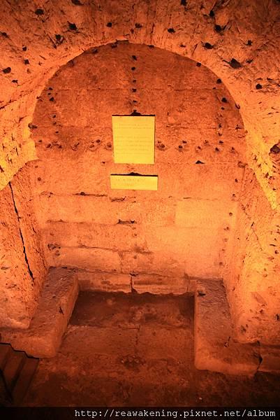 0802 像是一個地下墓室
