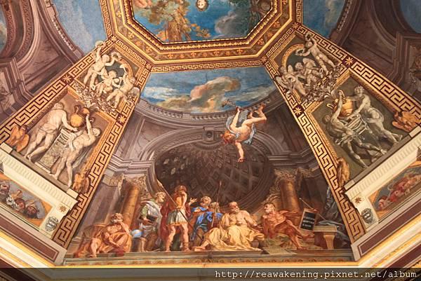 0803 八角形中庭  走進展廳後看到的圓頂壁畫