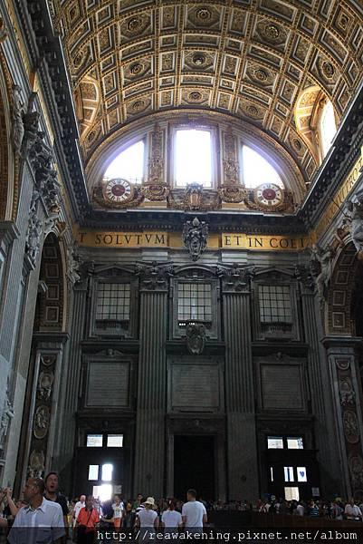 0803 以人來當比例尺更能顯出教堂的壯闊