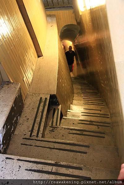 0803 回首來時路 階梯真的很小格
