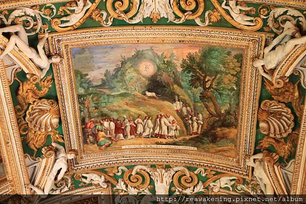 0803 地圖廳頂上的壁畫相當精緻1