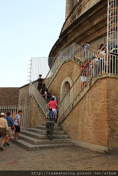 0803 於是就開始爬樓梯了