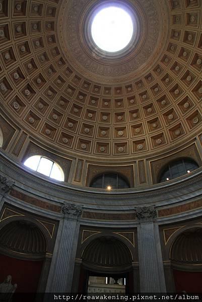 0803 展廳的圓頂感覺是仿萬神殿的風格