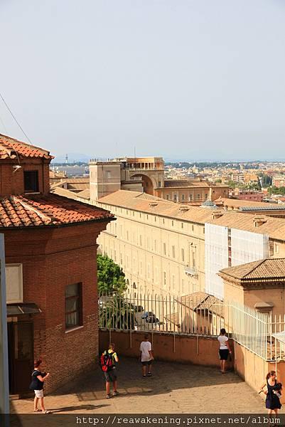 0803 從這個中繼點看梵蒂岡的城牆真美