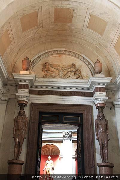 0803 準備穿過埃及文物展廳