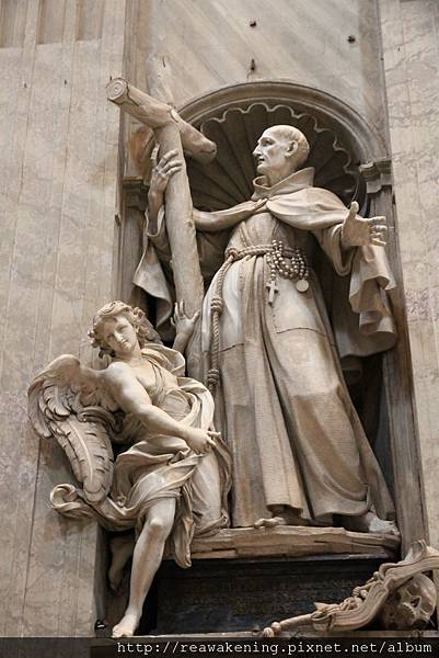 0803 應該是使徒保羅的雕像