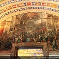 牆上的壁畫 猜測在描述梵蒂岡的歷史.JPG