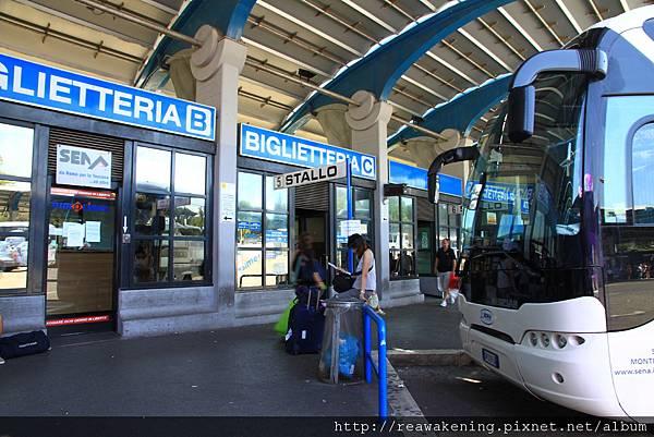 0804 地鐵轉線後順利抵達巴士站