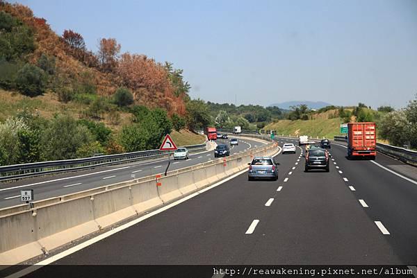 0804 從Roma到Siena 走的是平穩的高速公路