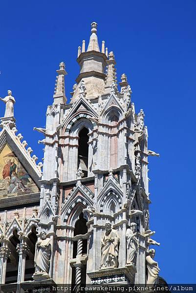 0805 Siena Duomo 教堂正門口細緻的雕刻