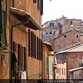 0805 古城街上的房子 是清一色的磚紅