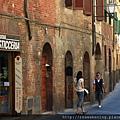 0805 漫步在Siena街頭 找尋午餐地點