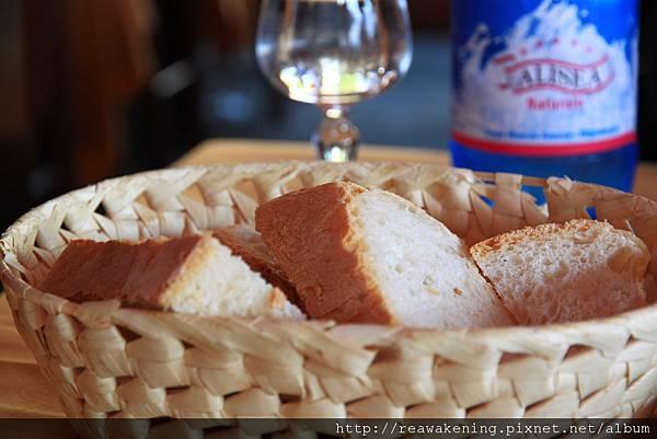 0806 Papei 高級的餐廳 連桌布麵包都特別地好吃