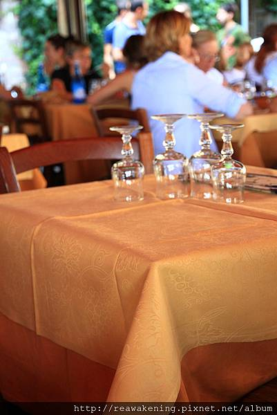 0806 今天終於吃到這間背包客棧狂推的Papei Restaurant