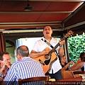 0806 用餐途中還有賣唱的藝人來演唱
