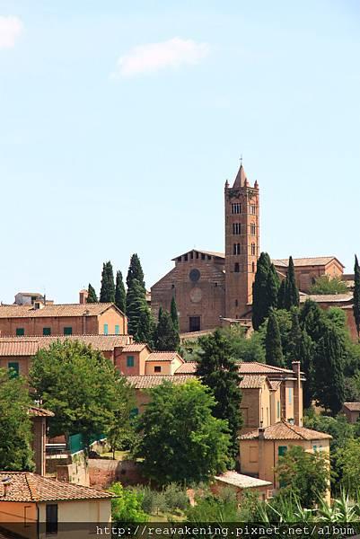 0806 遠方可以看到教堂與鐘塔