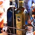 0806 還附了橄欖油與起司粉 很可愛的小籃子