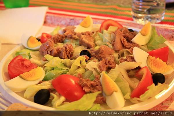 0808 我們的晚餐 hostel 賣的超便宜沙拉