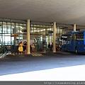 0808 客運站裡面長這樣 櫃台問一下 可買到sita bus開往the mall 的票