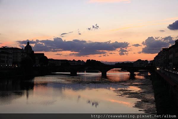 0809 吃飽喝足後到河邊走走  發現這片美麗的日落