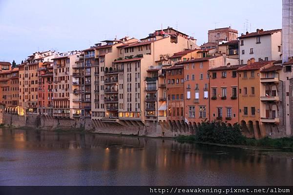 0809 河旁邊的住宅