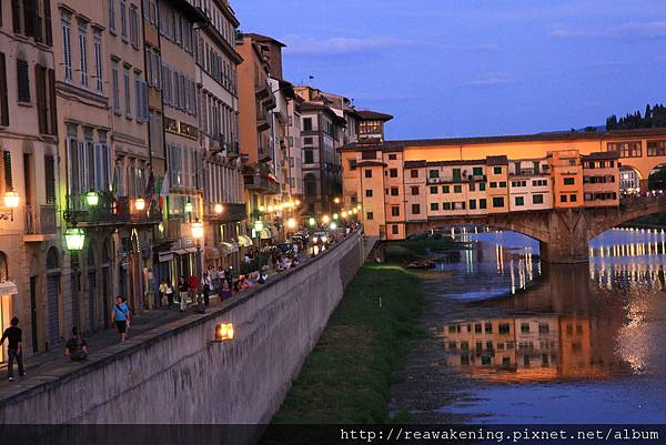 0809 河旁邊的街道也是越夜越美麗