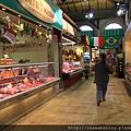 0809 乾淨整齊的肉店 可惜我們不住這裡 不然就買肉回去煮飯
