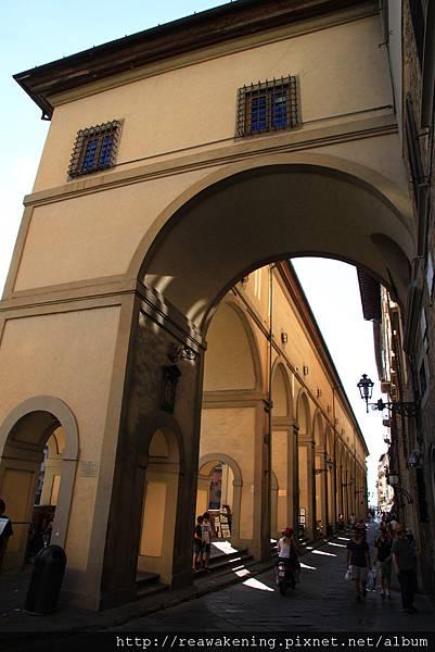 0809 從烏菲茲美術館走往舊橋的走廊
