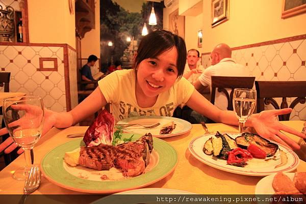 0809 滿滿一桌食物 好好吃喔 今天是豁出去花錢吃大餐