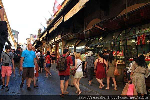 0809 維奇歐舊橋上的金飾店家 遊客好多