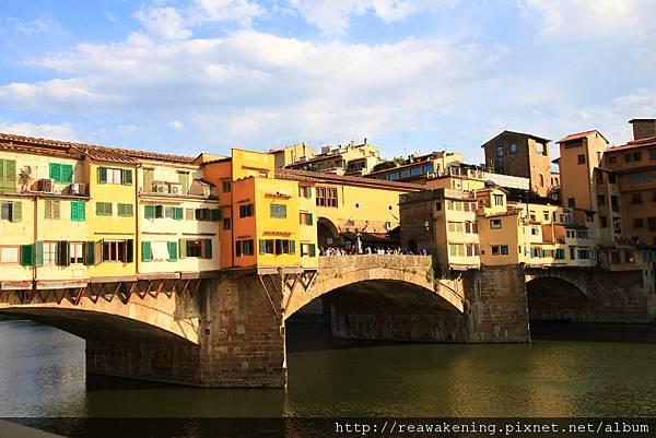 0809 舊橋 迎光面 上方為瓦薩里走廊 Corridoio Vasariano 王室成員秘密通道