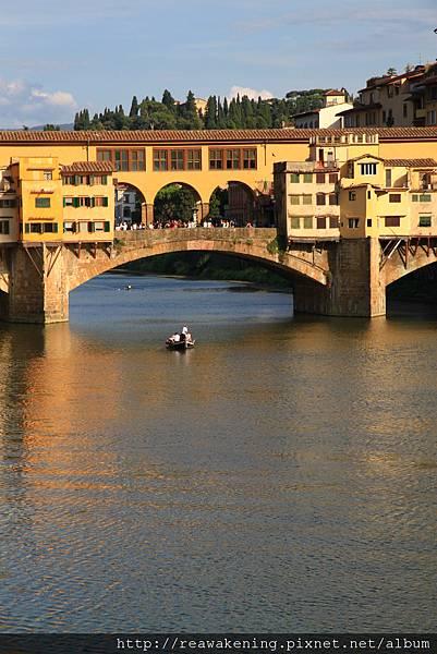 0809 舊橋. 河面. 輕舟