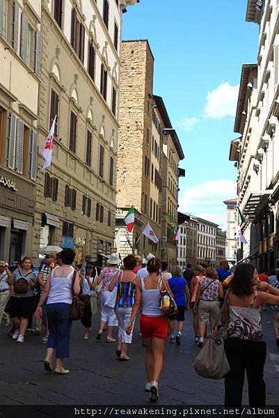 0810 逛完美術館 在Florence街頭亂晃 人好多喔