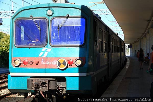 0811 Pisa 往 Lucca 老舊的區間車