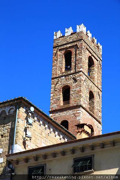 0811 St. Martino 廣場  遠方的鐘塔