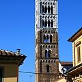 0811 一片現代建築中冒出一座鐘塔 這就是義大利