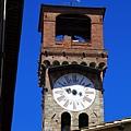 0811 經過一座鐘塔