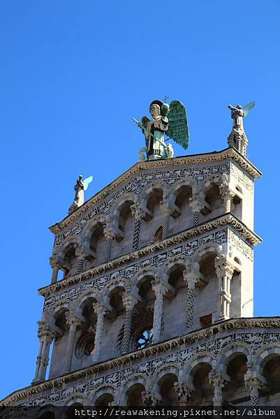 0811 聖米迦勒教堂 正面樓頂的聖米迦勒天使像