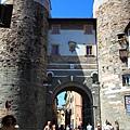 0811 像水桶一樣的大柱子 Lucca鎮有整個被城牆包圍的感覺