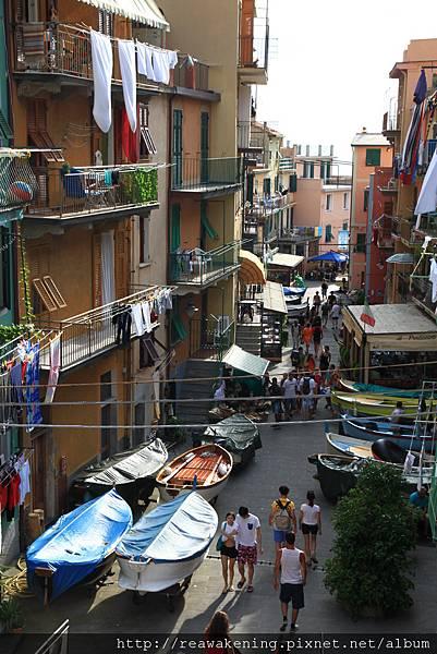 0812 Riomaggiore 街道上停泊著漁船的小鎮