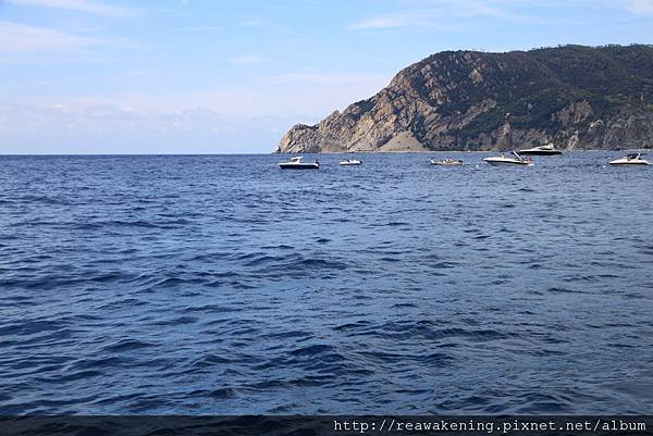 0812 海上有奔馳的遊艇 預算夠的話真想坐船遊五漁村