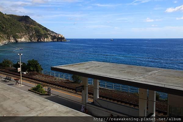 0812 終於抵達火車站 從沒看過景色這麼漂亮的火車站