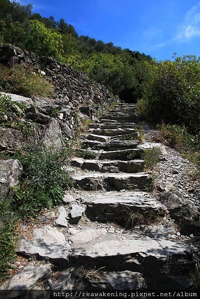 0812 開始爬階梯就有點累啦 這時開始覺得到底還有多長啊