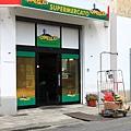 0813 hostel 附近 讓我們賴以維生三天的小超市