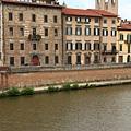 0813 河流兩岸的住家 頗有中世紀古城風味