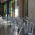 0813 隨便找一間店坐下 正一步步落入臭義大利人的陷阱而尚不自知