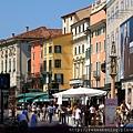 0814 Verona 街景  義大利的房屋大多有繽紛的外牆 好有味道