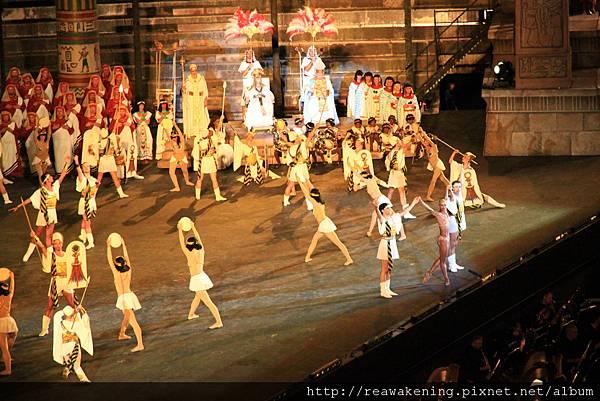 正中央謝幕的solo的舞者 簡直厲害到了極點.JPG