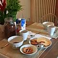 0814 我們豐盛的早餐 搭配高雅的餐具 天堂般的享受